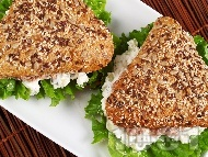 Сандвичи с риба тон, сирене Крема, майонеза, зелена салата и каперси